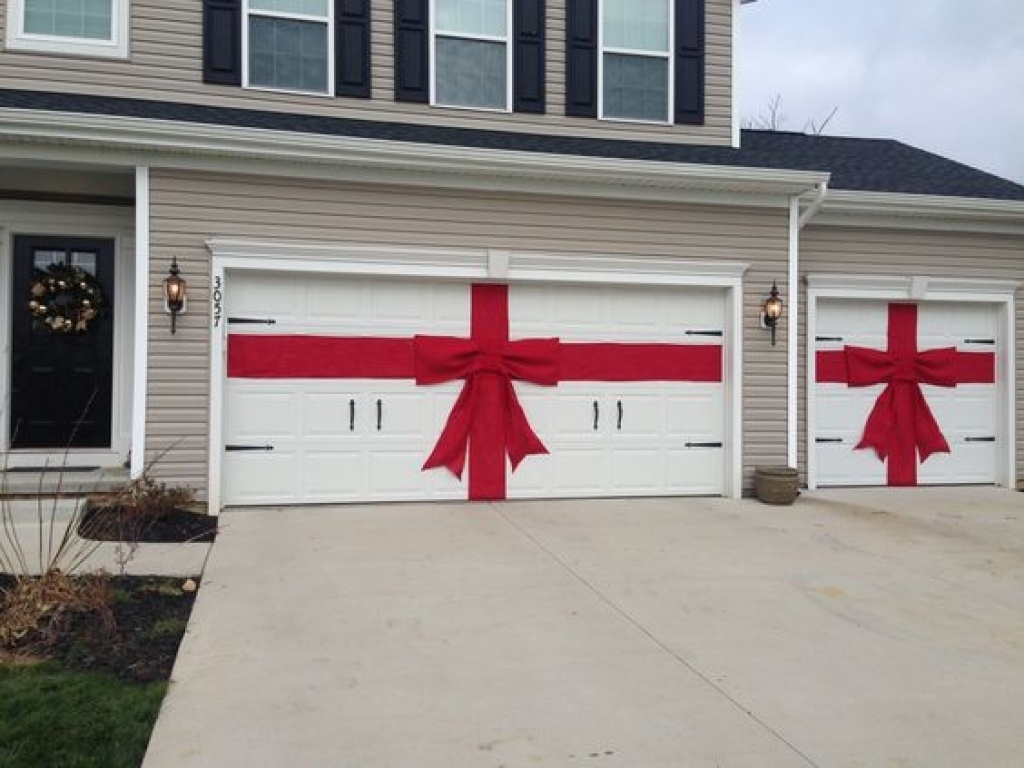 garage-door-christmas-present-diy-red-burlap-ribbon-and-bow-for-christmas-decor-for-garage-doors.jpg